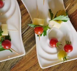 Brochettes de mini-tomates au fromage