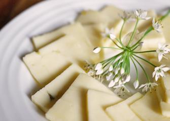 Assiette de tranches de Fleurs d'ail