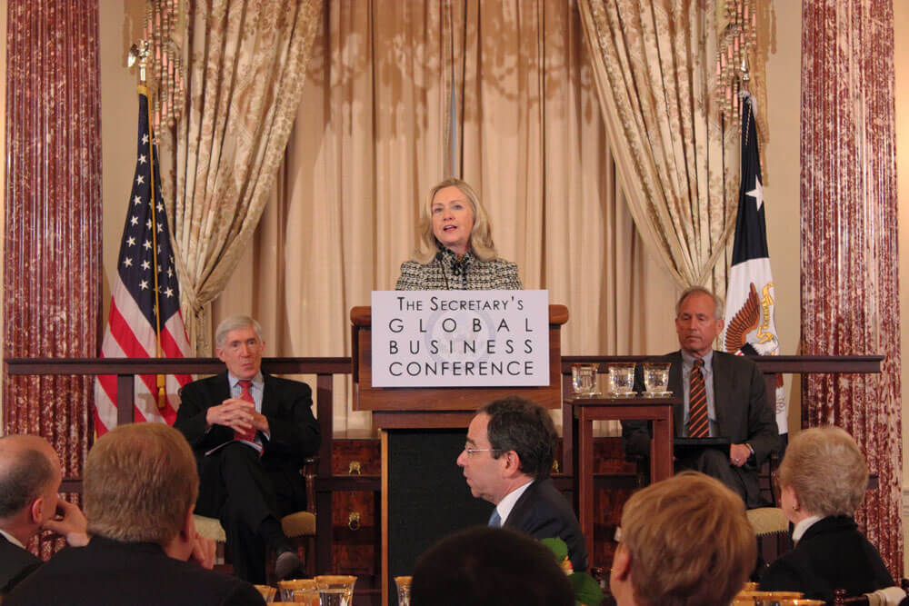 Hillary Clinton promotes U.S. products with world business leaders
