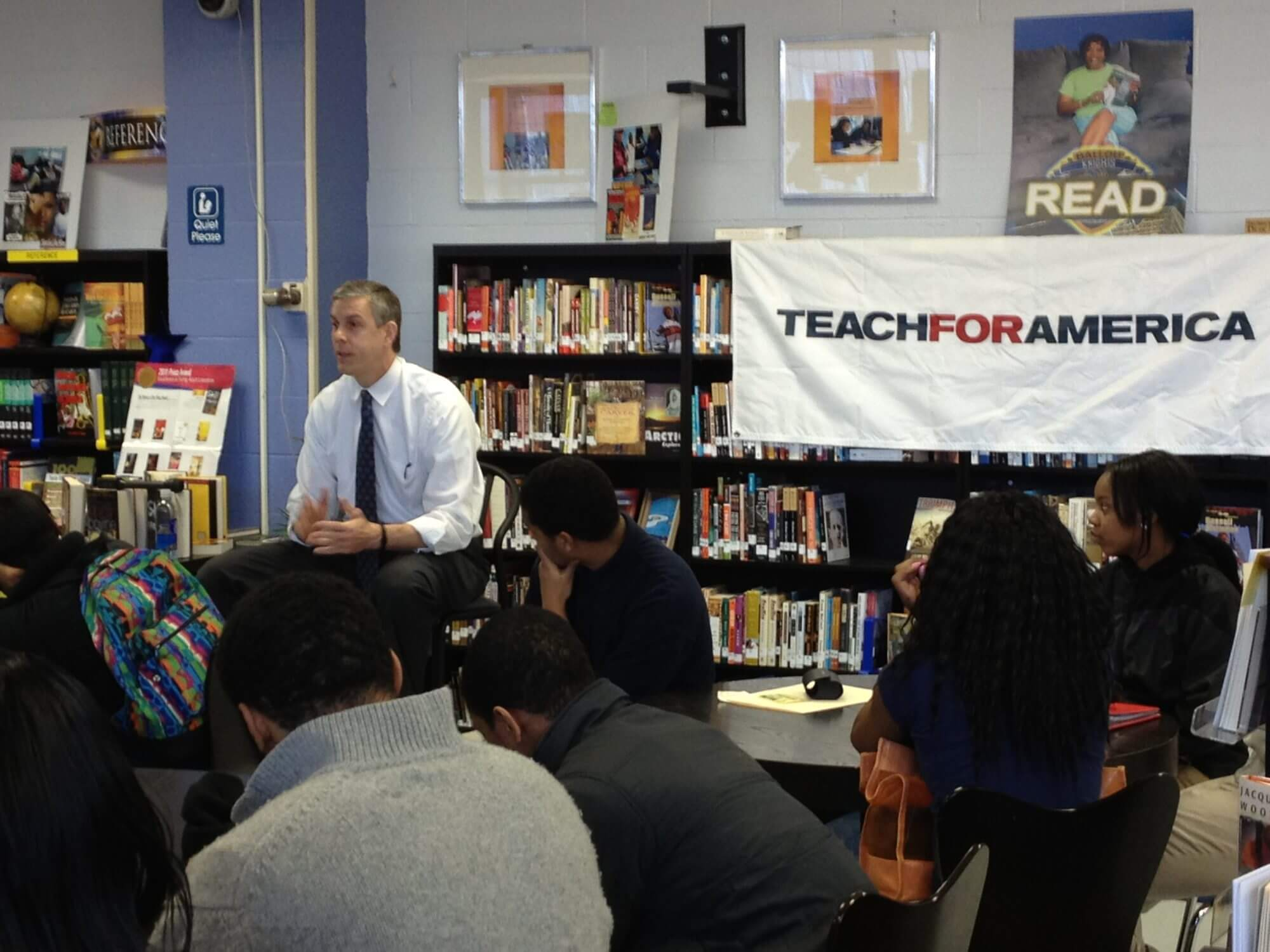Ed Secretary Duncan chats with Washington high school students at Teach For America event