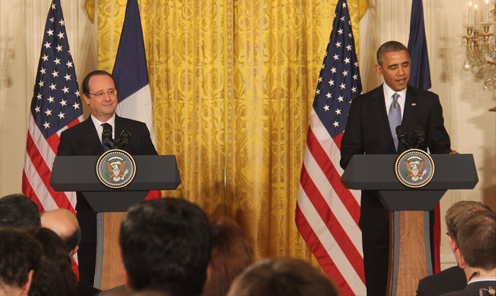 Obama warmly welcomes French President Hollande to the White House