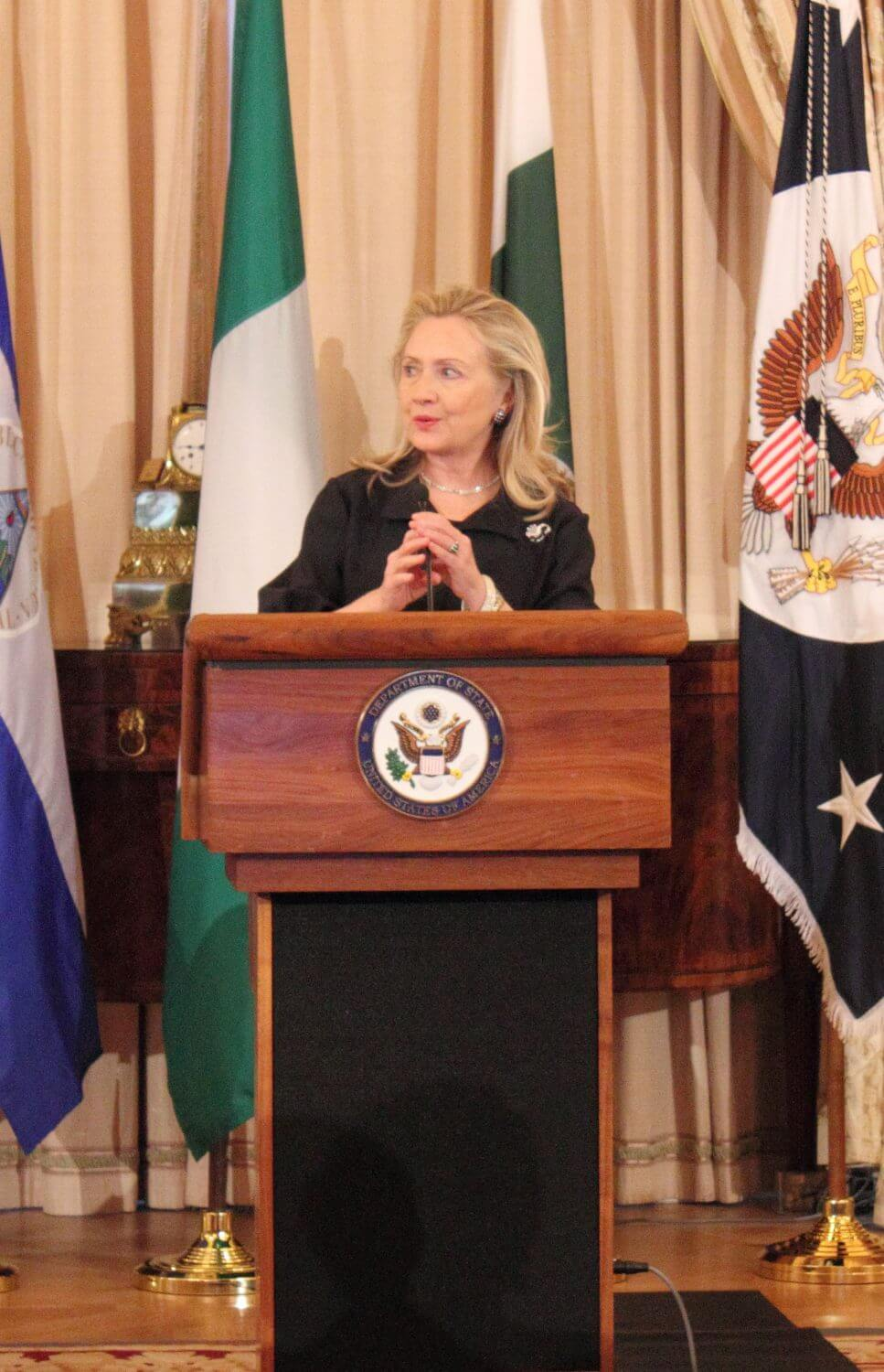 Clinton calls for global business, awards P&G, Sahlman Seafoods