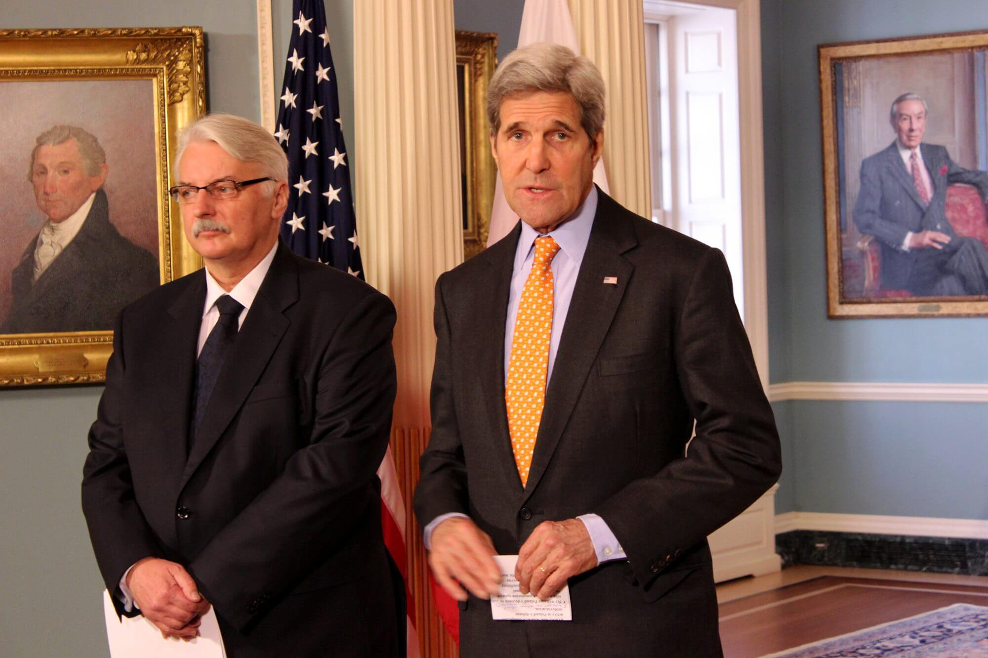 Kerry talks defense strategy with Polish foreign minister