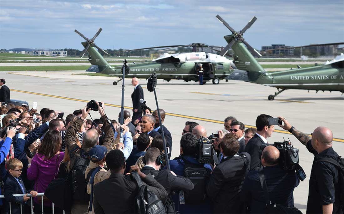 Media and crowd photograph Obama