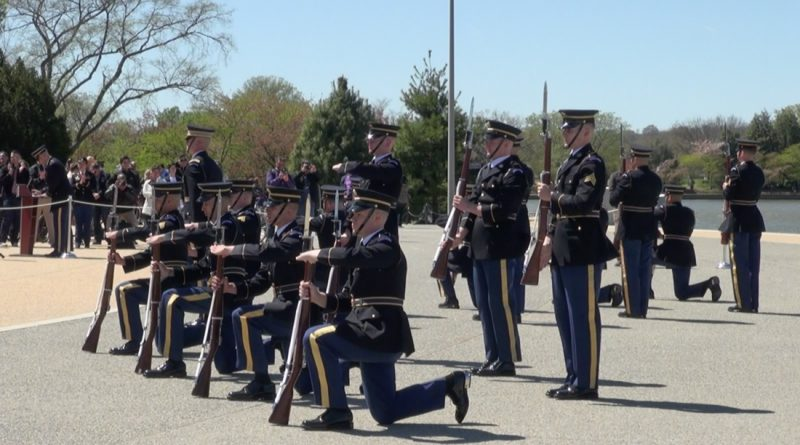 U.S. Army Drill Team exhibition in front of the Jefferson Memorial on Apr. 8 (Wen-Yee Lee/MEDILL)
