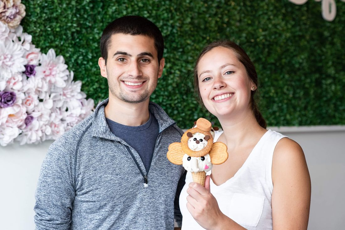 Chicago foodie couple poses with ice cream