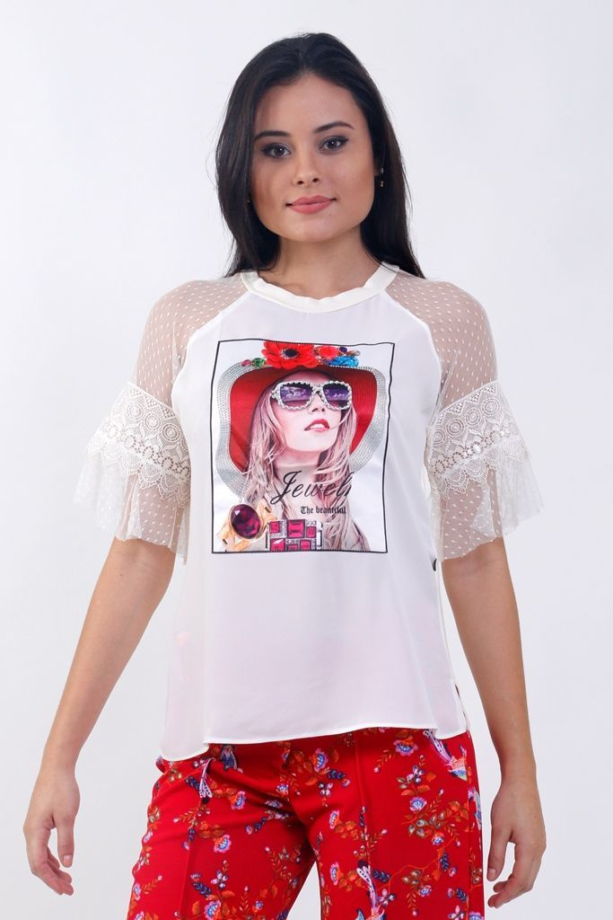 Camiseta com Manga Rendada