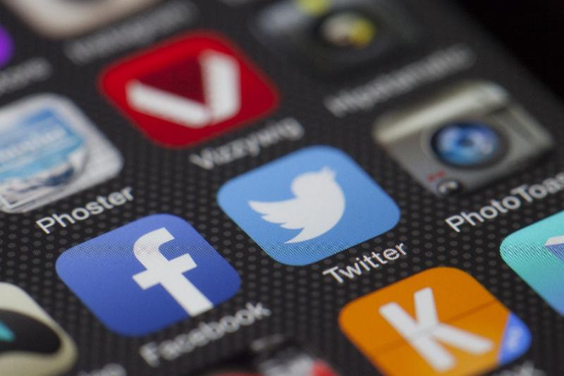 GROW YOUR BUSINESS THROUGH SOCIAL MEDIA