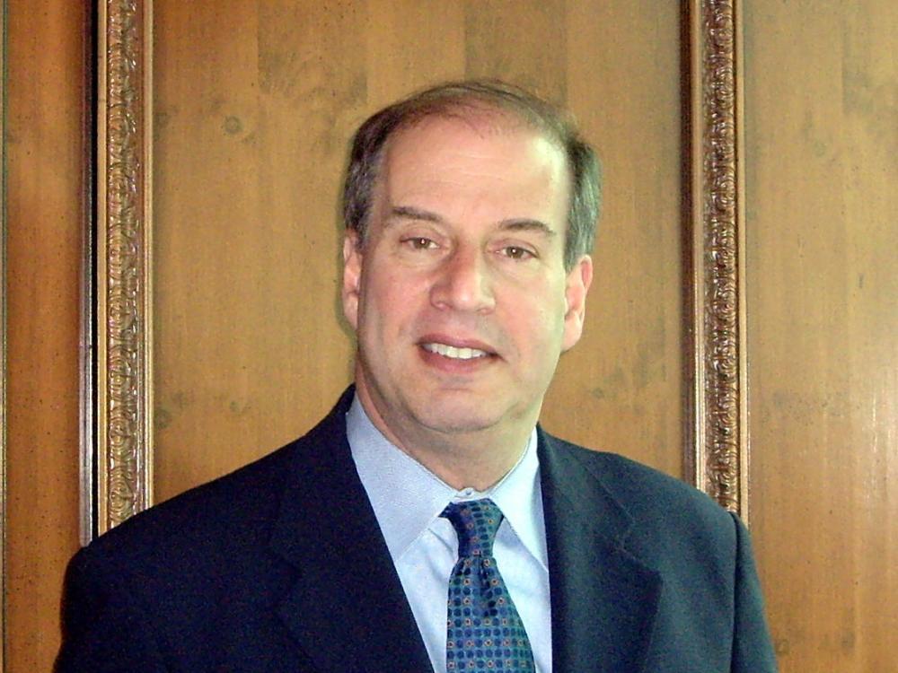 Alan R Ludmer