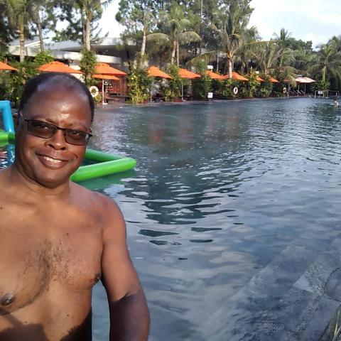 Dr. Michael Leslie