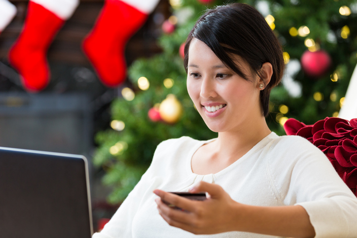 woman online shopping for holidays