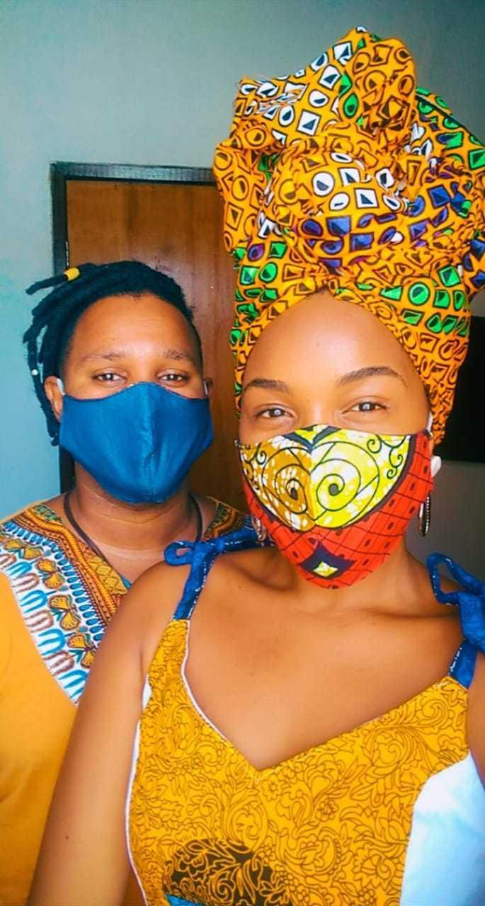 Afro máscara