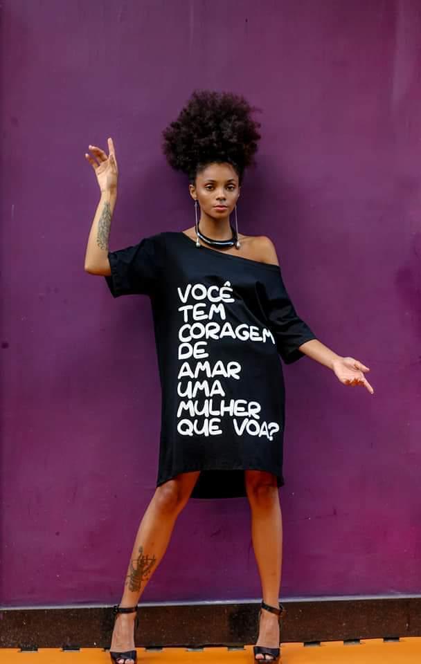 """Maxi T-shirt """"Você tem coragem de amar uma mulher que voa?"""""""
