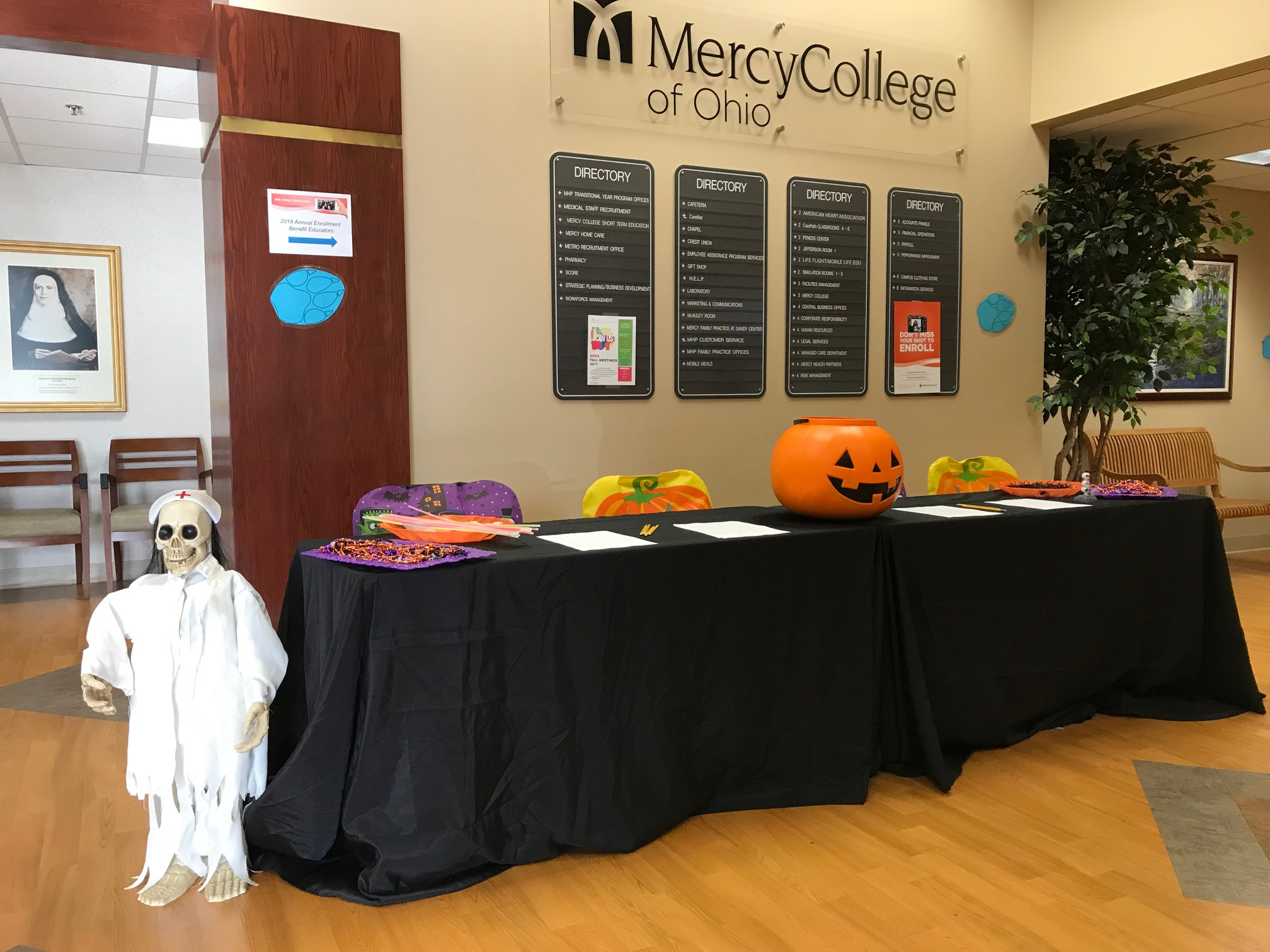 Image of decorated table at Halloween Howl 2017