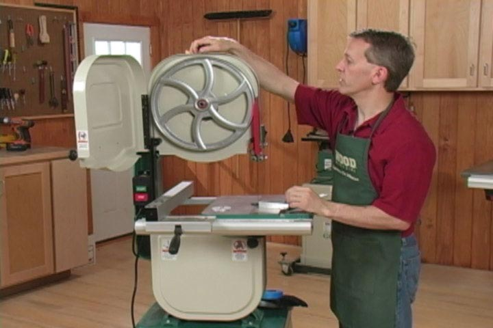 Tensioning a Bandsaw Blade Woodworking Plan, Tool Videos