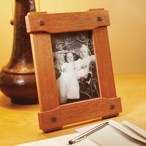 Era-inspired picture frame