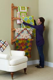 Swinging-Arm Quilt Rack Woodworking Plan, Furniture Quilt Displays