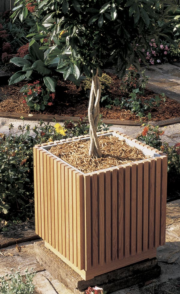 Slat sided planter woodworking plan from wood magazine for Garden planter plans