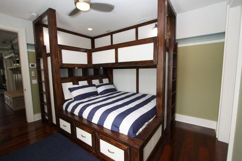 South bunk room with king bed and 2 twins above