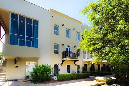 The bothy townhome in seaside on ruskin place