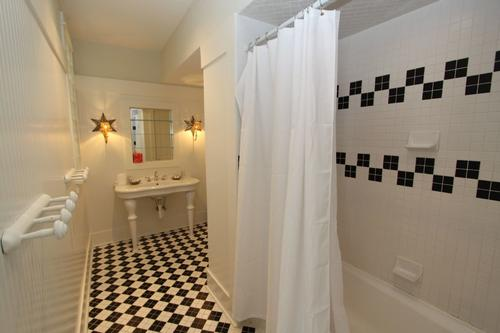 King twin private bath with tub shower