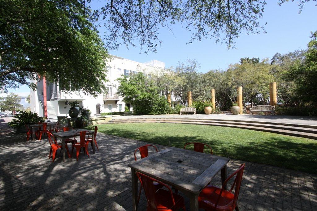 Outdoor green space and picnic tables in ruskin