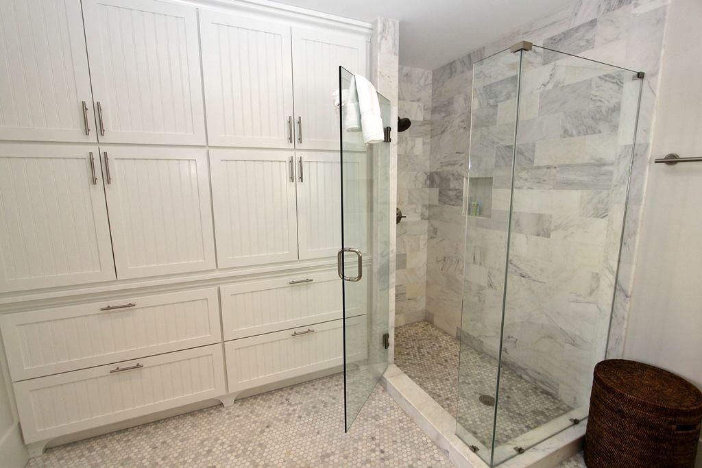 Master shower with built ins