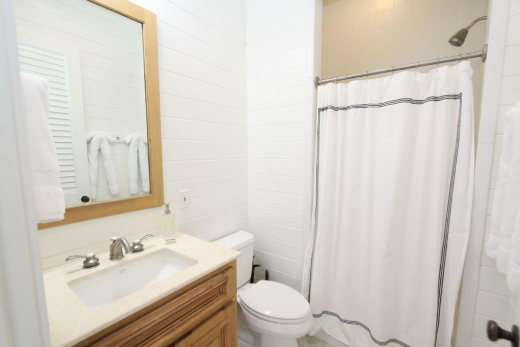 Bath for king guest bedroom