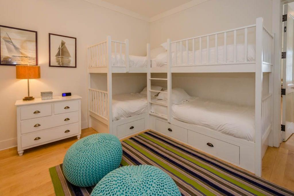 Bedroom with 2 built in bunks 4 twins