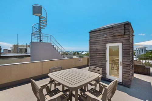 Roof top tall dining table with chairs