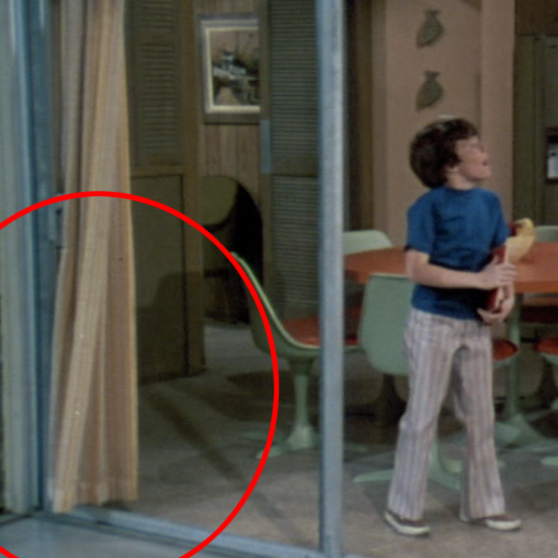 10 Little Mistakes You Never Noticed In The Brady Bunch