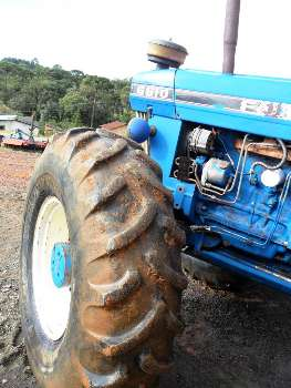 LOTE 40 - TRATOR FORD NEW HOLLAND 6610 - ANO 1986