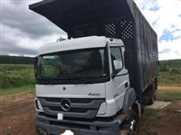 Caminhão Mercedes Benz (MB) 3344 Plataforma ano 13