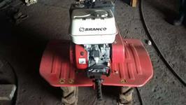Mini/Micro Trator Tobata 4x2 ano 0