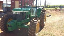 Trator John Deere 6405 4x2 ano 02