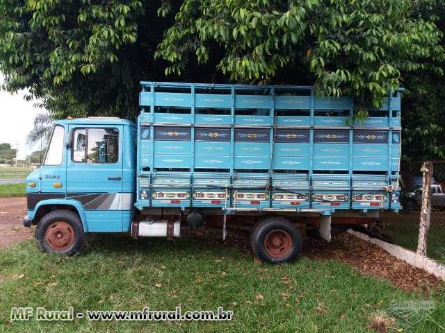 Caminhão Mercedes Benz (MB) 708 ano 88