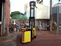 Empilhadeira usada cap 1500 kg