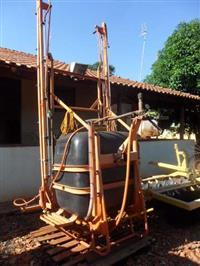PULVERIZADOR CONDOR DA JACTO 600 LITROS COM MEXEDO DE CALDA COM BARRAS DE 12 METROS