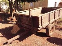 Carreta de um eixo com pneus