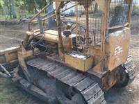 Trator de esteira ad7b