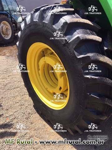 Trator John Deere 5600 4x4 ano 99