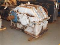 Redutor de velocidade Renk Zanini modelo BH 44.