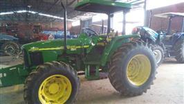 Trator John Deere 5605 4x4 ano 09