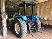 Trator New Holland TL 75 E 4x4 ano 04