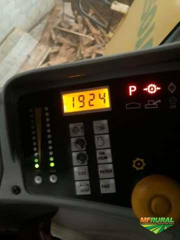 COLHEITADEIRA NEW HOLLAND TC5070, 4X2. HYDRO, COM PLATAFORMA DE 20 PÉS, ANO 2010.