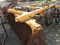 Grade aradora intermediaria   agrícola canavieira Baldan 22 discos p/trator  Massey Ford John Deere