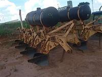 Arado aiveca pesado canavieiro 4 hastes com aplicador herbicida fugicida tipo jacto filtro de linha