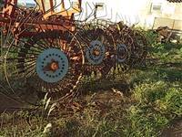 Ancinho  enleirador de palha agrícola canavieiro p/ trator de pneus Massey  Ford John Deere Valtra