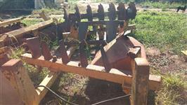 Grade aradora pesada 14 discos controle p/ trator agrícola