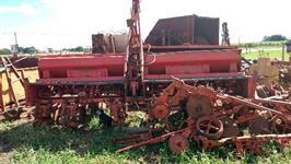 Plantadeira Semeato PSMC 102 plantio direto